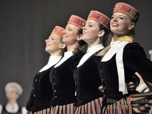 XV Deju svētku deju kolektīvu skate. Kur Tu augi, daiļa meita 2013